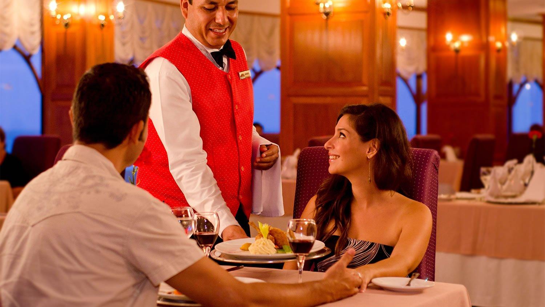 Resultado de imagen para meseros restaurante
