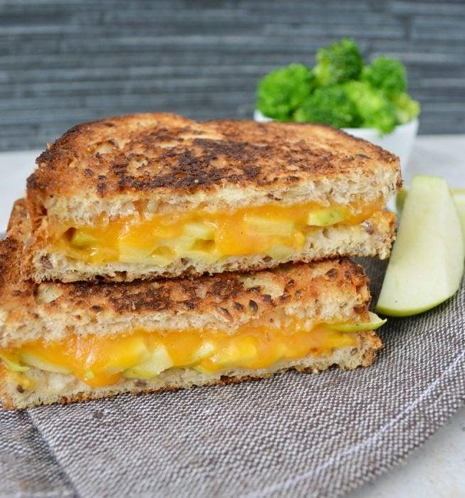 sandwich de manzana y queso