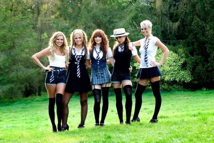 chicas con uniforme corto