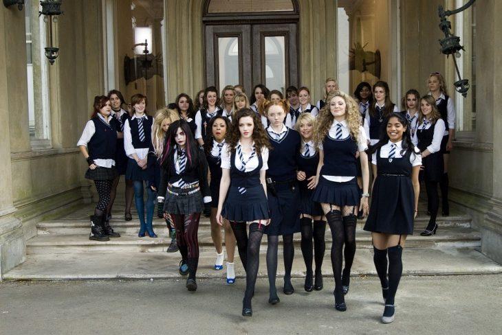 chicas con uniforme escolar