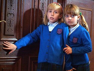 Escena de la serie el internado paula y evelyn