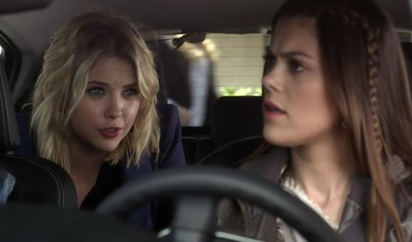 Escena de la serie pretty little liars chicas en carro