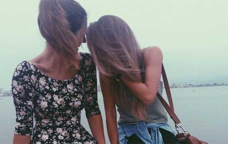 chicas riendo juntas