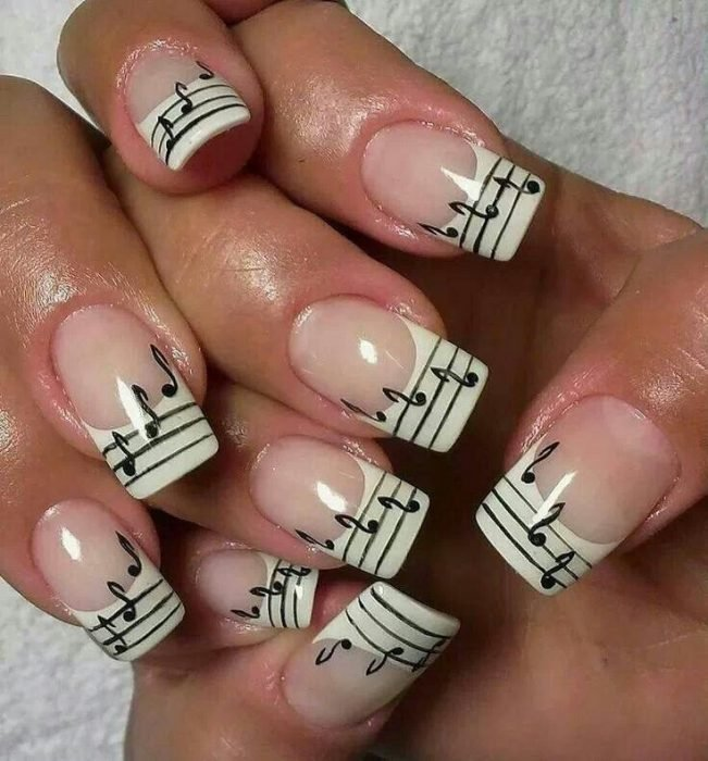 arte en uñas pentagrama