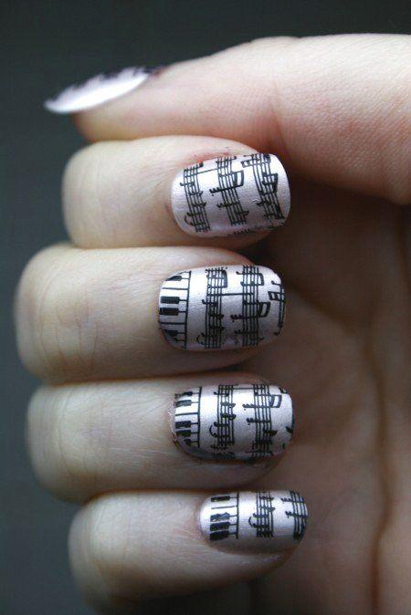 arte en uñas notas barniz nacarado