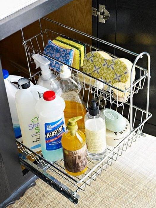 recipiente metálico para productos de limpieza