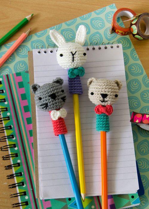 animales tejidos para cubrir los lápices o plumas