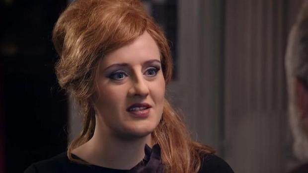 Adele con nariz y mentón falsos