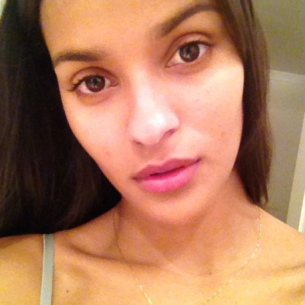Modelo Gracie Carvalho sin maquillaje