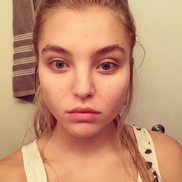 Modelo de victoria secret Rachel Hilbert sin maquillaje