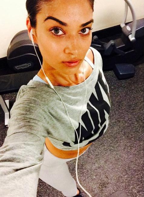 Modelo de victoria secret Shanina Shaik sin maquillaje después de hacer ejercicio