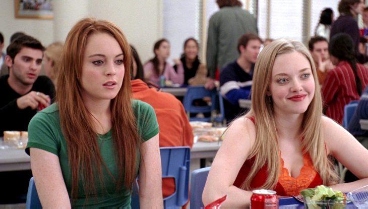 Escena de la película chicas pesadas, cady heron en la escuela desayunando