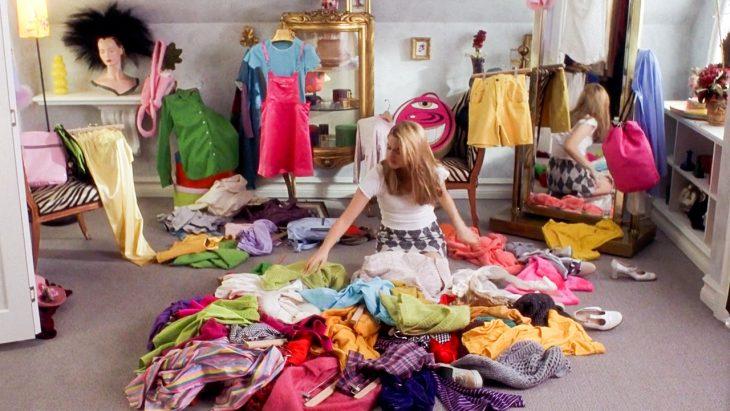 Escena de la película clueless, cheer eligiendo su ropa