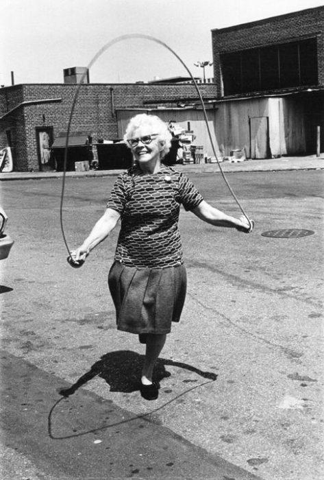 Abuela Saltando la cuerda