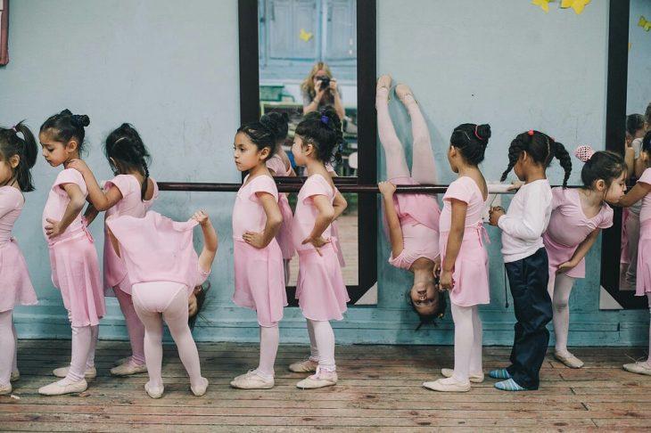 Bebés en clase de ballet