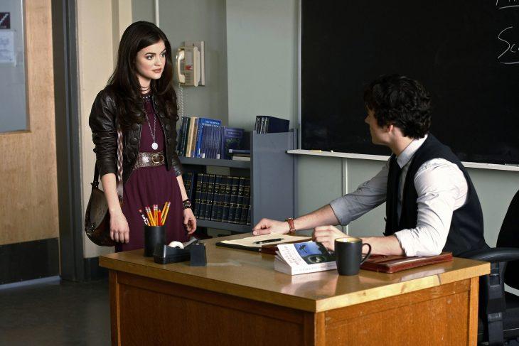 Escena de la serie pretty little liars aria hablando con ezra