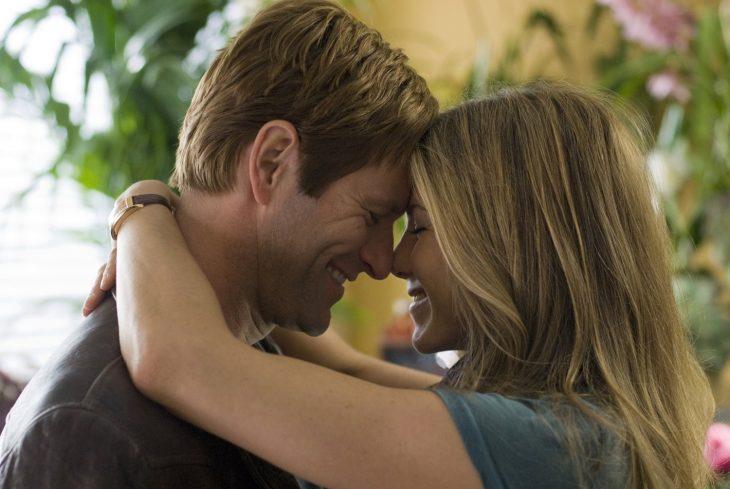 Escena romántica de la película Love Happens