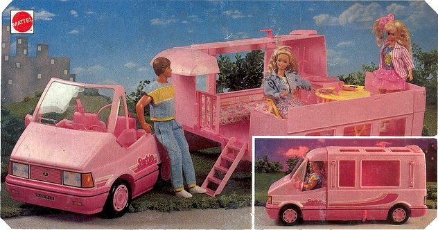Cmper de barbie con accesorios y muñecos