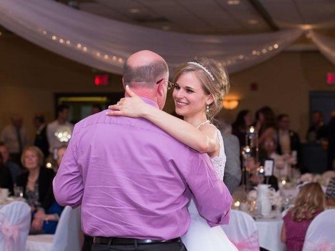Greta Hokanson y Danny Daniels bailando vals