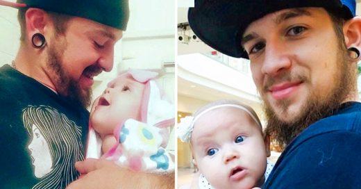 Hombre cría solo a su bebé después de que su pareja los abandona