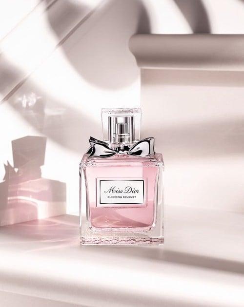 Perfume de miss dior color rosa