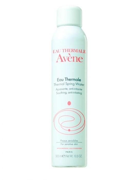Agua thermal para fijar al maquillaje