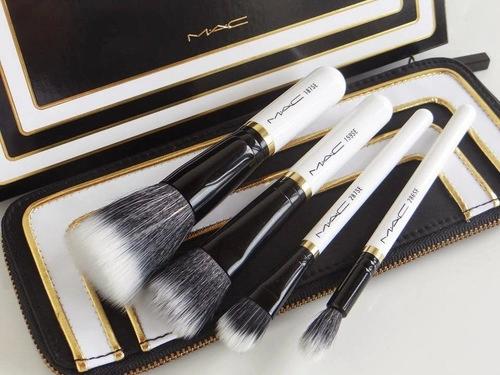 Brochas para maquillaje de la marca mac