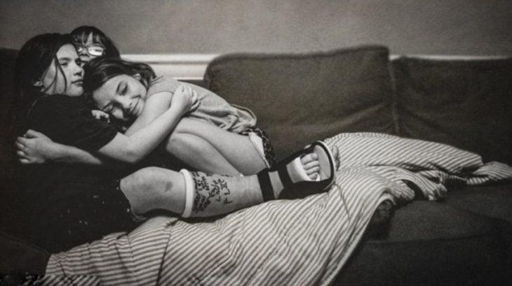 fotografías Kate T. Parker chicas abrazadas