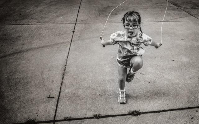 fotografías Kate T. Parker niña saltando la cuerda