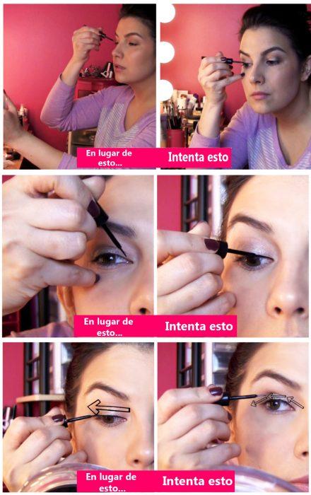 Chica delineando sus ojos de manera perfecta