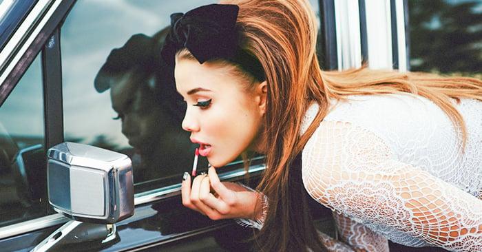 20 Señales que te harán saber si eres una chica adicta al maquillaje