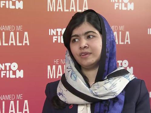 Malala durante la entrevista con Emma Watson