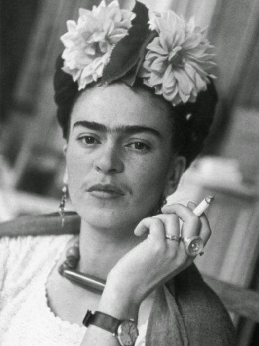 Frida Kahlo en su casa de coyoacan en 1938