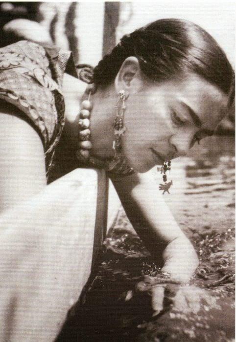 Frida canotaje en Xochimilco, Fritz Henle, 1936