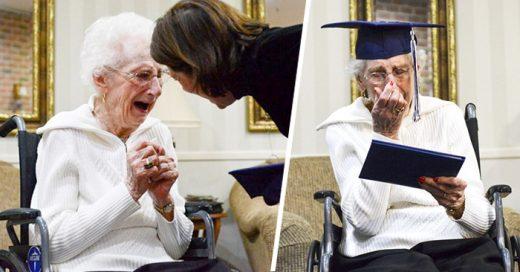 Mujer de 97 años llora porque finalmente le hacen entrega de su diploma de secundaria