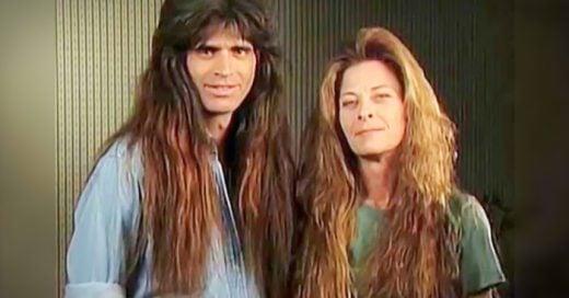 pareja de rockeros que desde la decada de los 80´s no habian cambiado de look hasta ahora