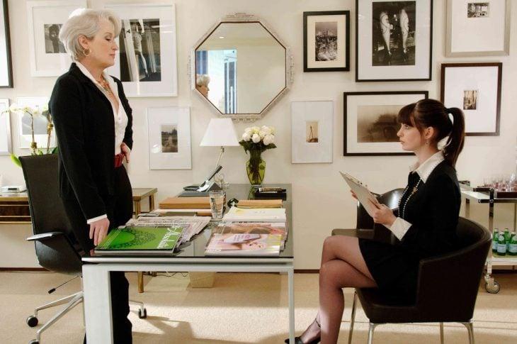 Escena de la película el diablo viste a la moda, miranda hablando con andrea