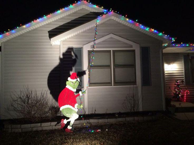 16 Divertidas Y Originales Maneras De Decorar En Navidad. SaveEnlarge ·  Here39s An Easy Outdoor Christmas Decoration ... - Grinch Christmas Lights Outdoor - Democraciaejustica