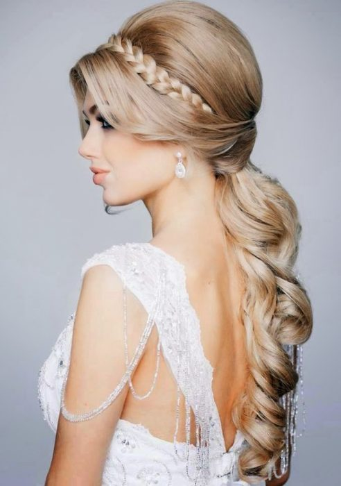 novia con cabello recogido estilo princesa
