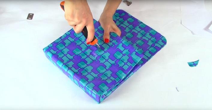 bolso de mano hecho de carpeta
