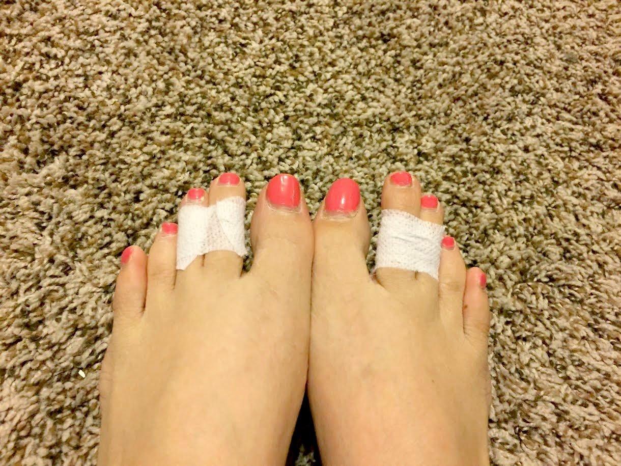 Pegar el tercer y cuarto dedo juntos facilita caminar en zapatos altos 7e5ae6137410