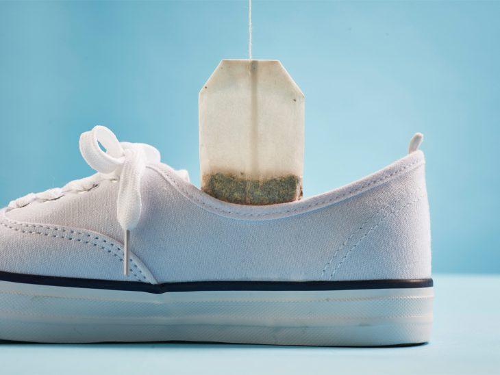 zapato con bolsa de te adentro