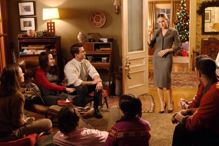 Escena de la película la joya de la familia, personas reunidas en navidad