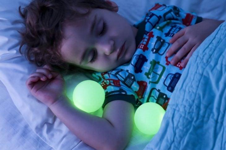 esferas de luz nocturna para niños