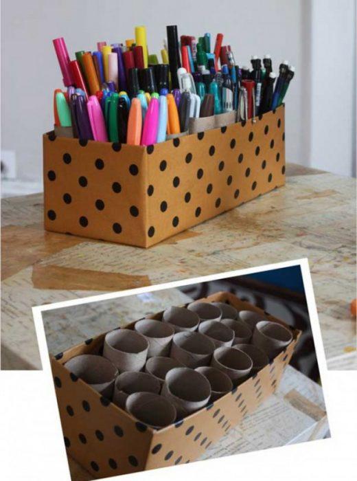 contenedor de cartón para lápices y plumas