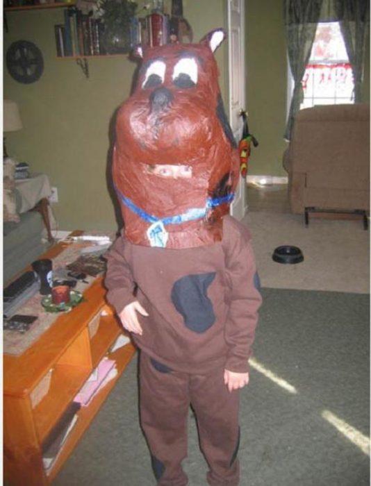 niño disfrazado de scooby doo