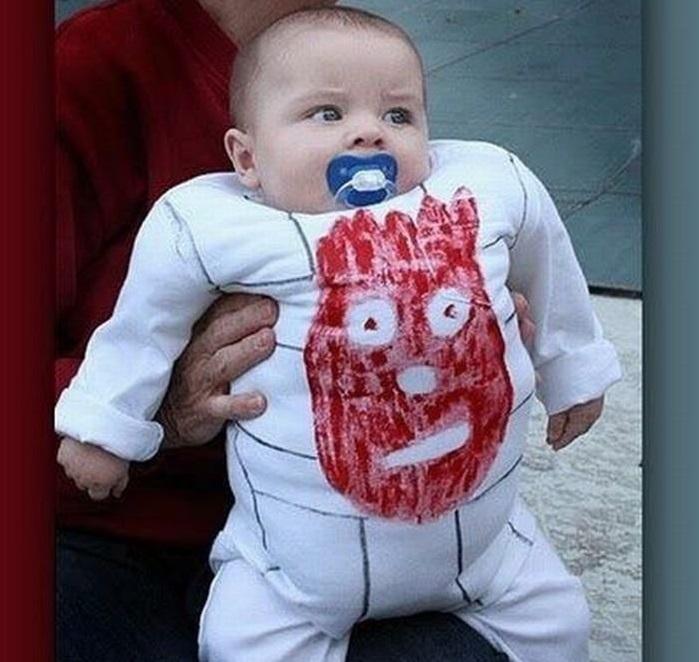bebé disfrazado de wilson