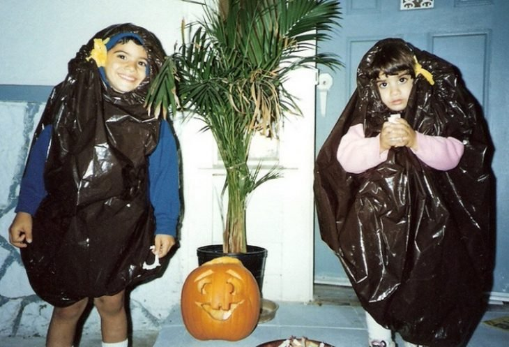 niñas disfrazadas con bolsas de basura