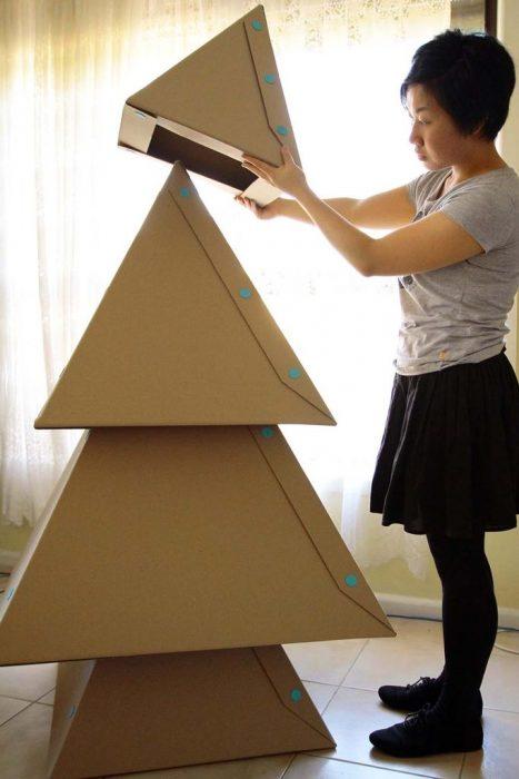 árbol de navidad con triángulos de cartón
