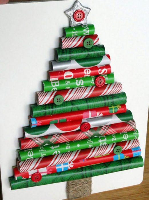 árbol de navidad con papel de envoltura